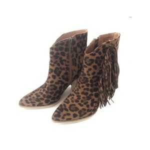 Beast Fashion leopard print ankle boots. Size 8.5
